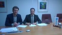 Op de foto (l) Bram Keijsers (inkoopmanager MVGM) (r) John de Haan (algemeen directeur, De Haan Facilitaire Dienstengroep)
